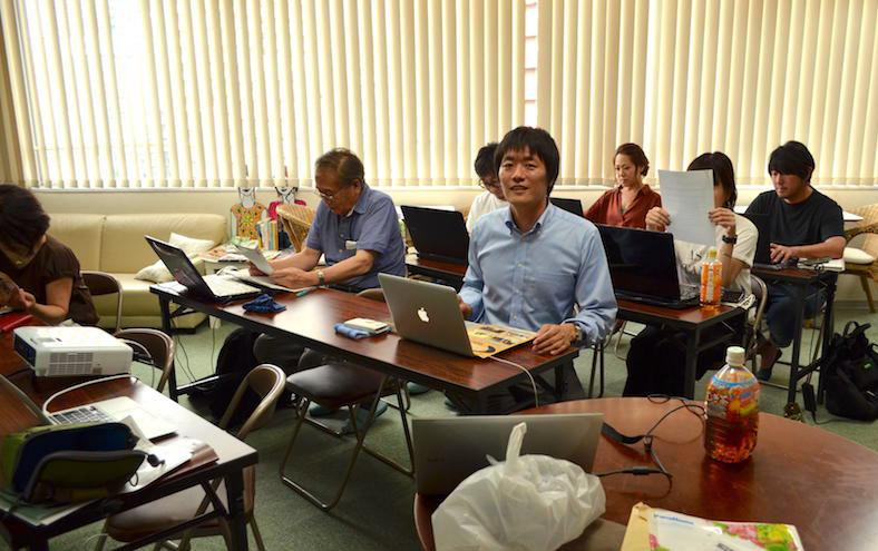WHTML超入門セミナー@大阪南堀江 各自持ち込んだPCでホームページを作成していく様子