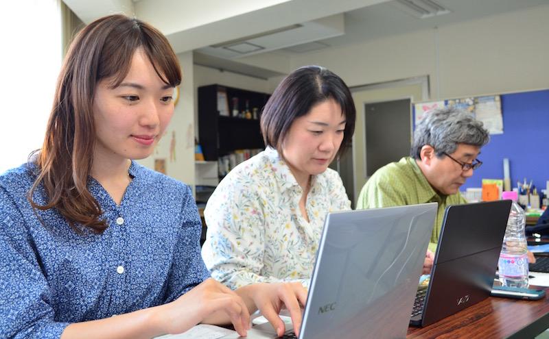 WordPressセミナー@大阪南堀江 各自持ち込んだPCでホームページを作成していく様子
