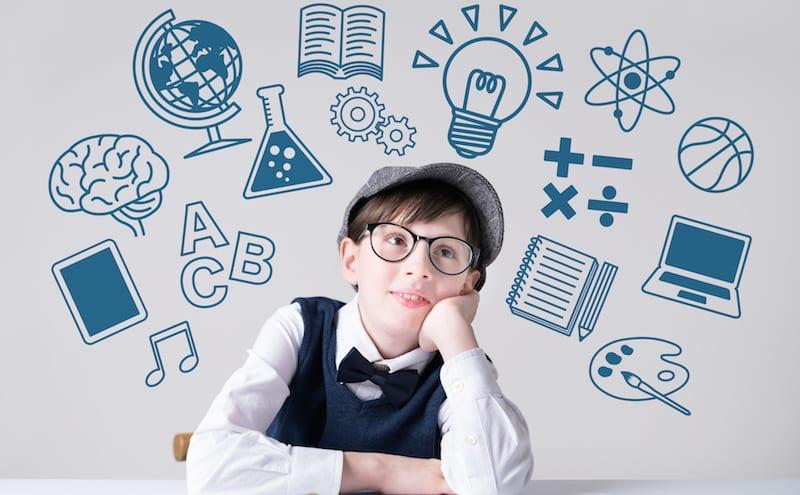 ホームページの作り方を勉強している男の子