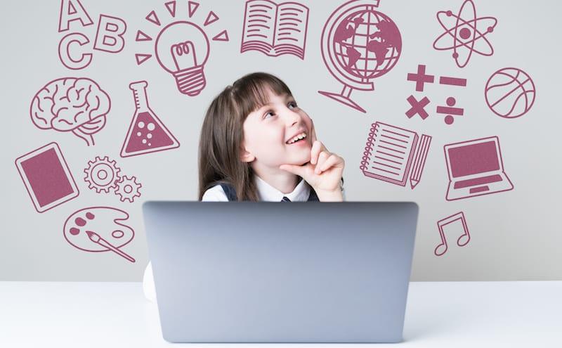 WordPressを勉強している女の子