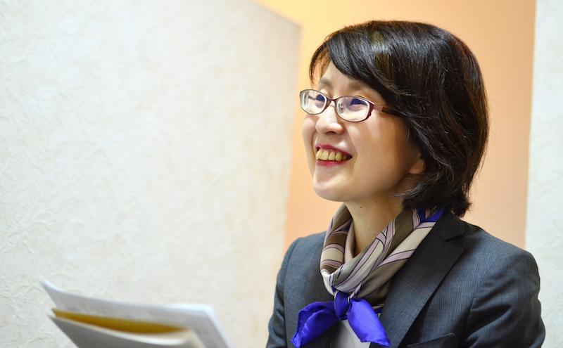 ネイルサロン ジーナ小林さんにインタビューするコピーライター河本さん