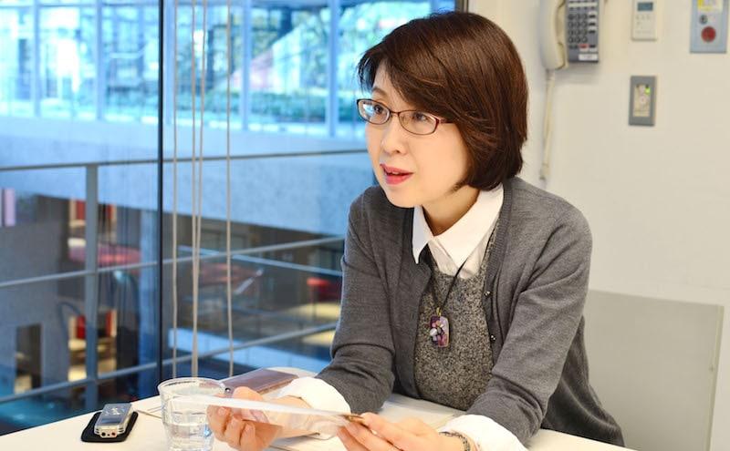 麻生さんのお話を聞くインタビューアー河本さん