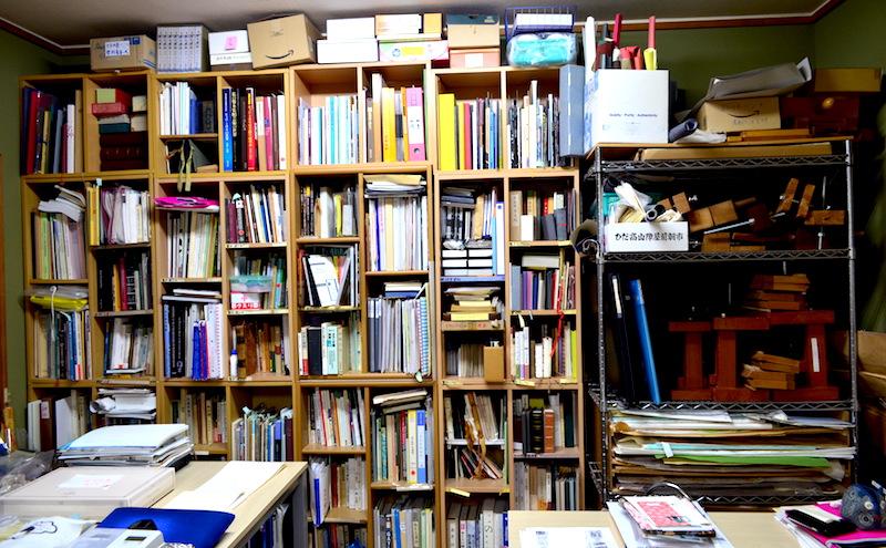 特定非営利活動法人書物の歴史と保存修復に関する研究会 / 略称NPO法人書物研究会 工房内の本棚