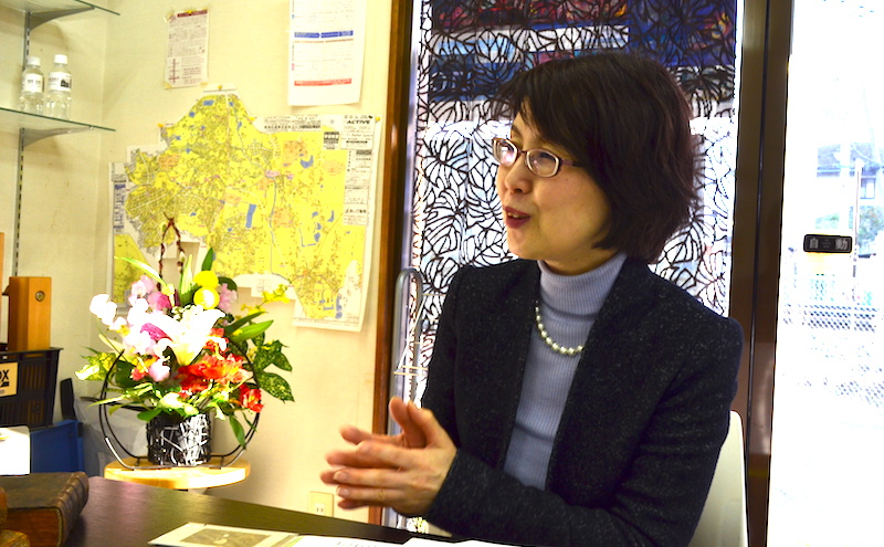 インタビューするコピーライターの河本さん